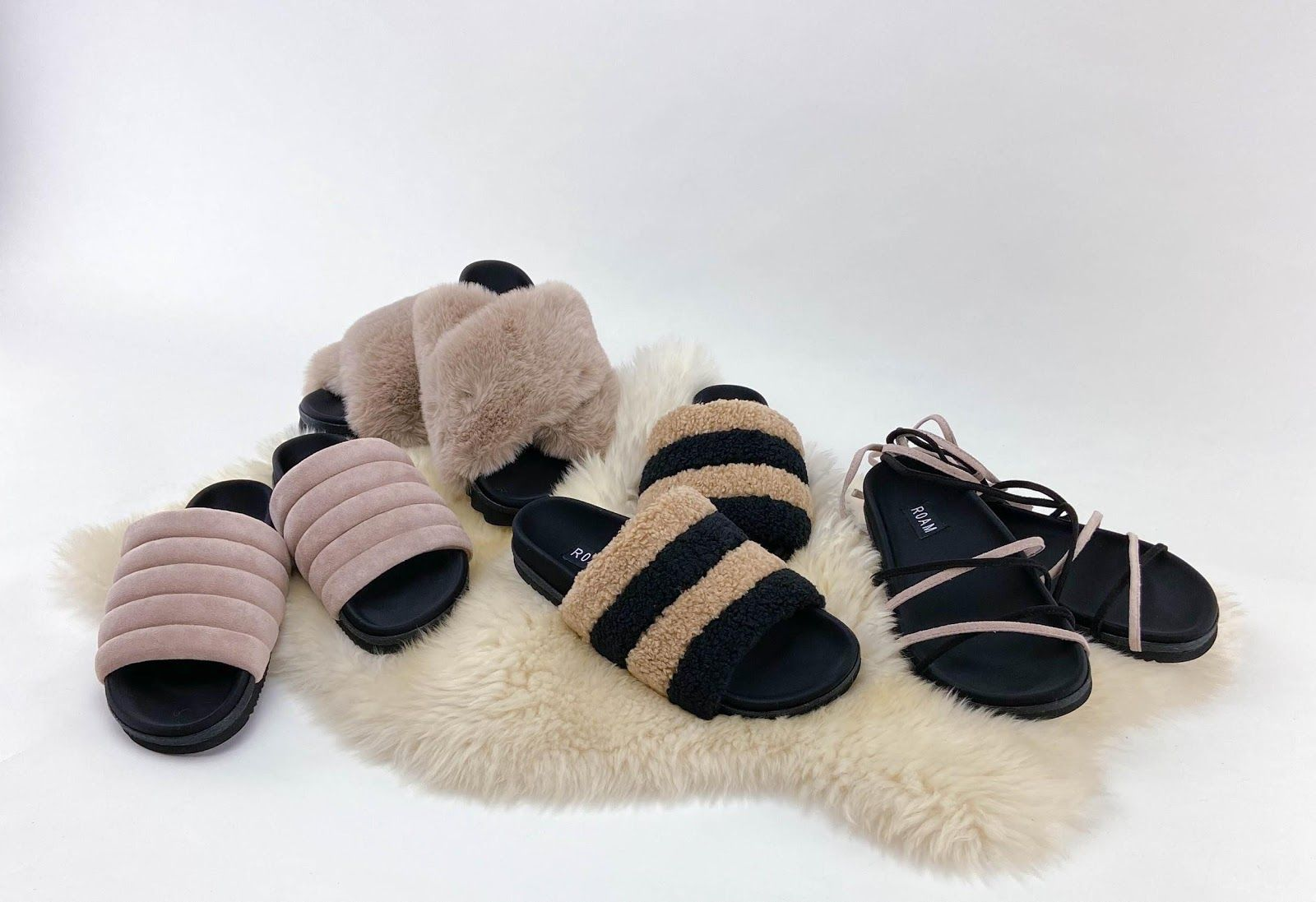 R0AM Slippers